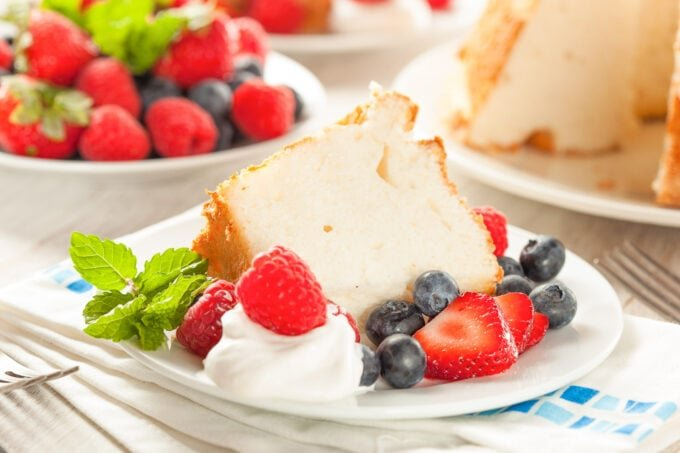 Angel food cake with berries and cream