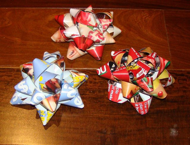 Reuse and recycle those old magazines and paper to turn them into gift bows! Learn how to make gift bows from any paper and decorate those packages!