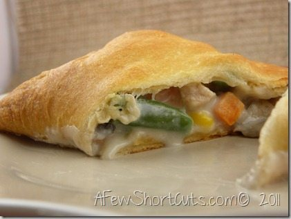 A simple a delicious way to use that leftover turkey! Check out this yummy Turkey Pot Pie Pockets recipe!