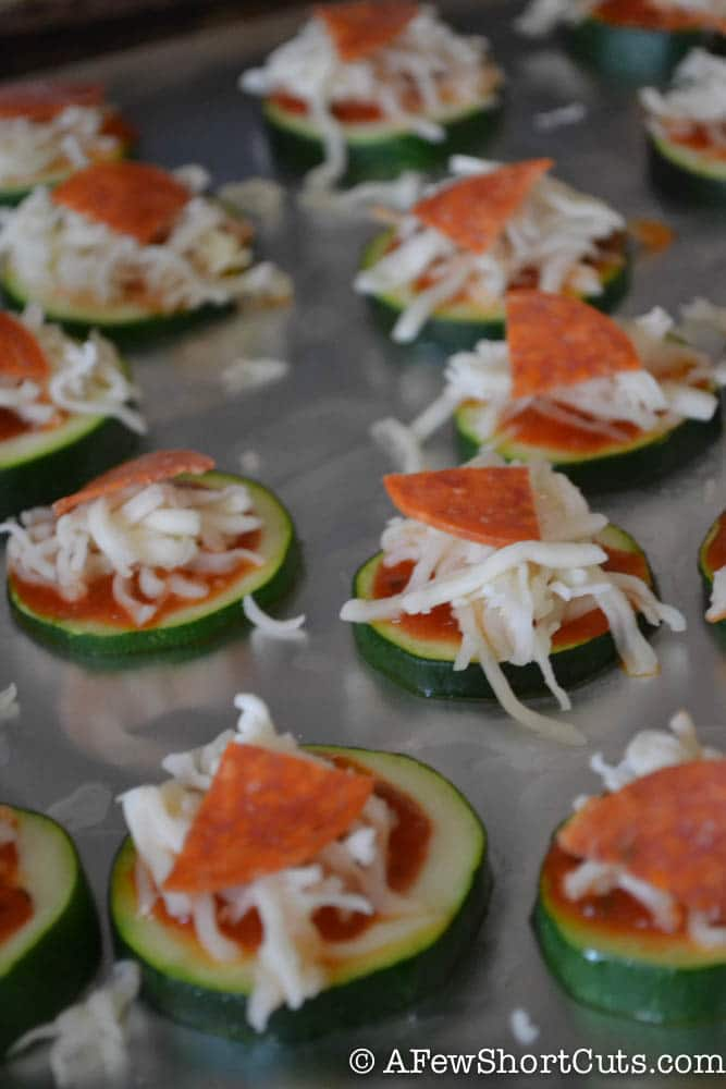 What a great low-cal appetizer, or a great lunch for the family! Try this amazing and easy Zucchini Pizza Bites Recipe and use your favorite toppings!