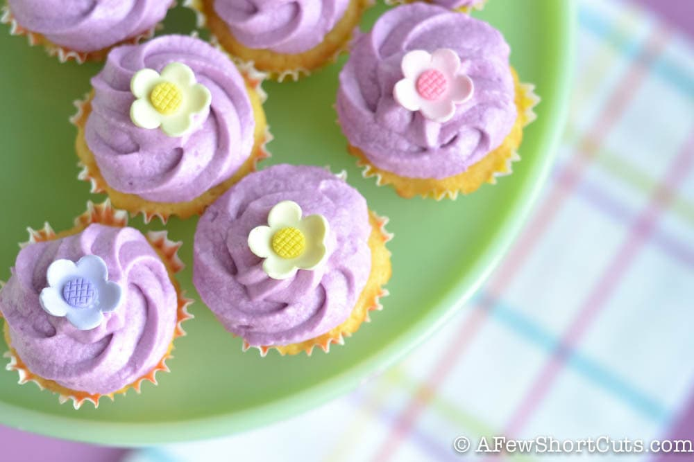 Lemon Cupcakes with Lavender Buttercream-1-4
