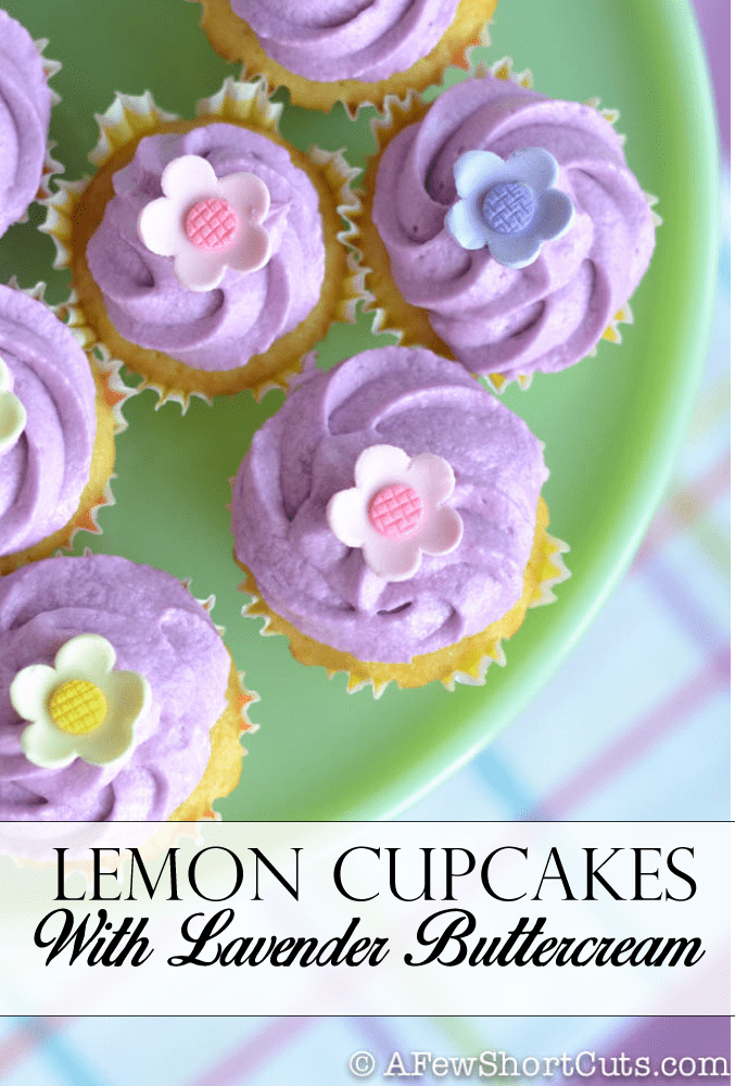 The best Spring Cupcakes! Make these easy Lemon Cupcakes with Lavender Buttercream Frosting #recipe