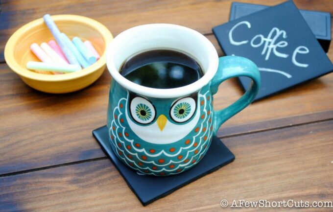 Simple and cheap to make, and fun to give as a gift! Check out these DIY Chalkboard Coasters