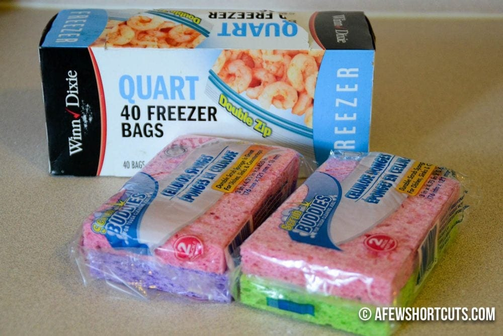 A simple solution to cool those lunch boxes! No drip Homemade Ice Packs. Super cheap & easy to make!