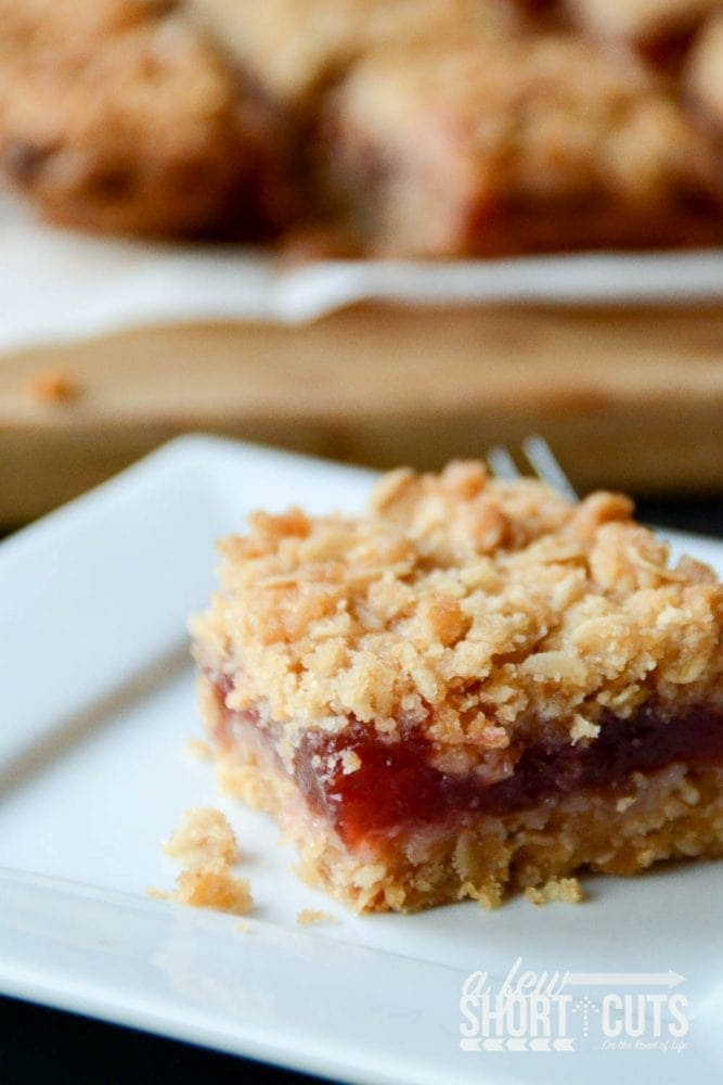 Do you have leftover cranberry sauce or just an extra can? Make this simple Oatmeal Cranberry Bars Recipe. Such a tasty fall dessert!