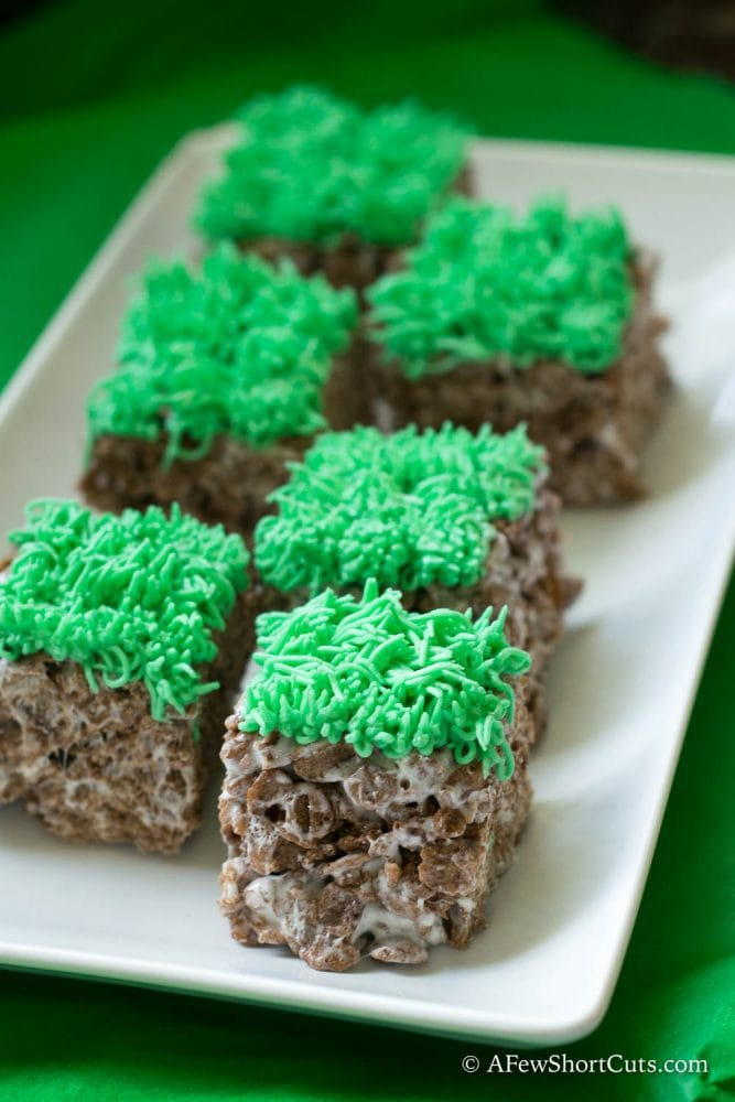 Need a quick and easy snack for a Minecraft themed party? Check out this yummy and simple Minecraft Crispy Treats Recipe!