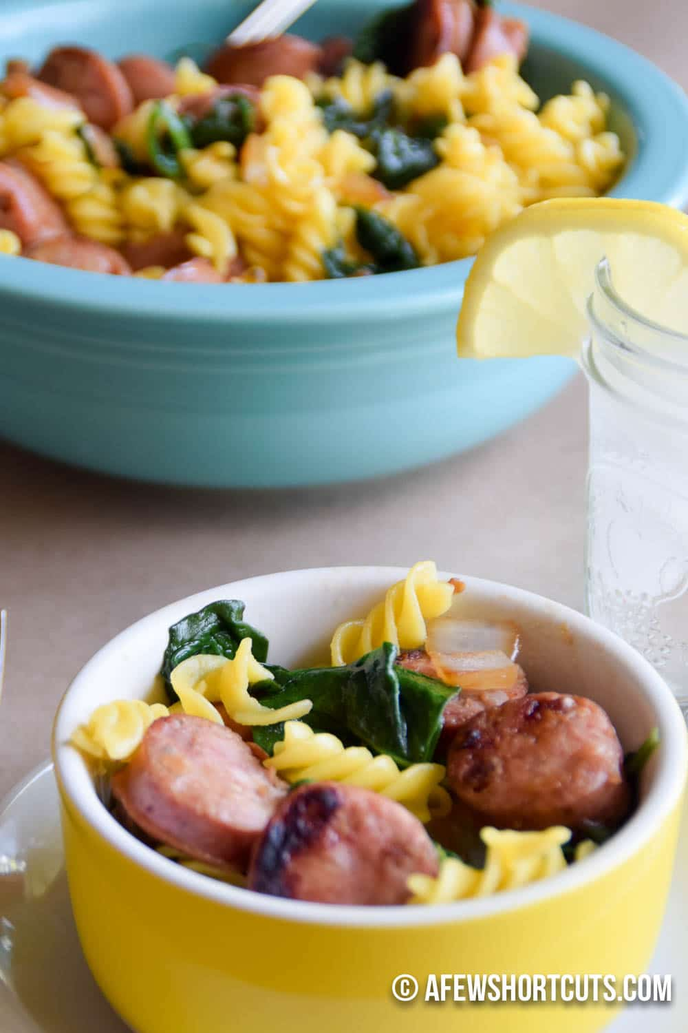 Need a fast and healthy dinner recipe? This Chicken Apple Sausage Pasta is amazing! The entire family will love it!