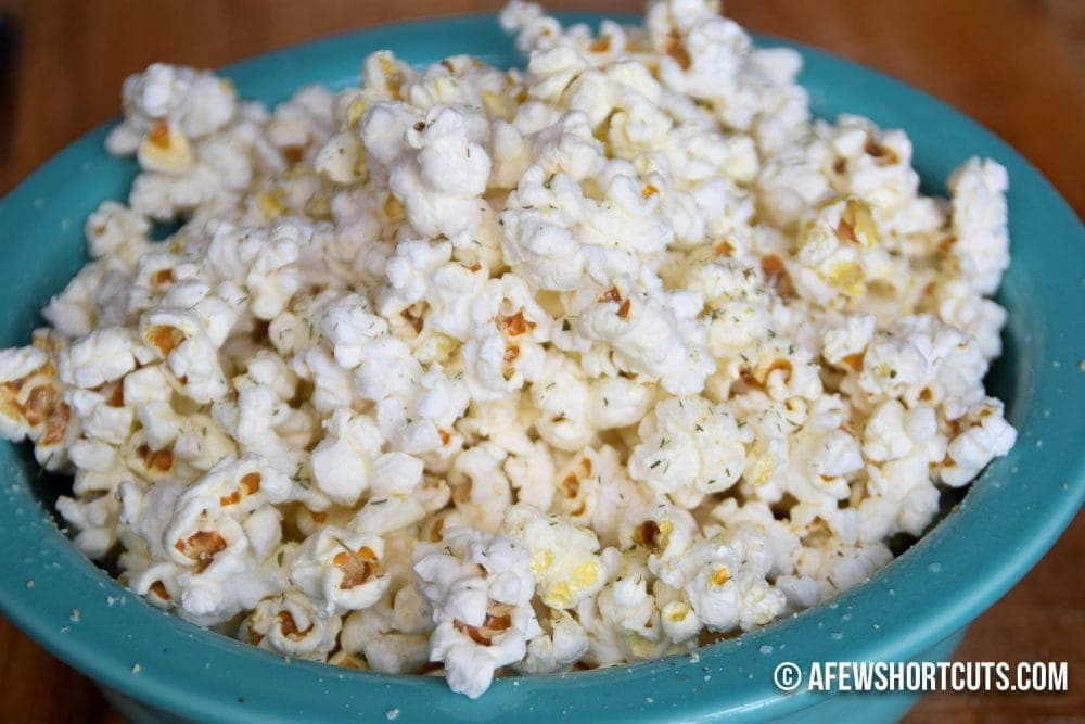 Super simple snack that is great for the whole family! Check out this Easy Ranch Popcorn Recipe!