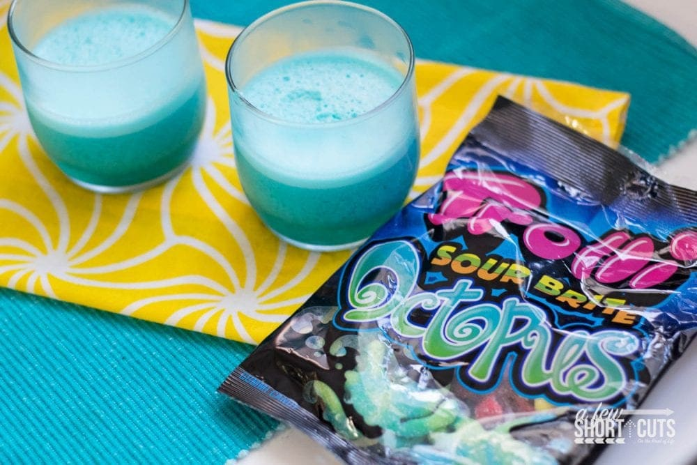 Have some Summer Fun, and make some memories with your family! Make this yummy and simple Octopus Beach Magic Jello Cups Recipe!