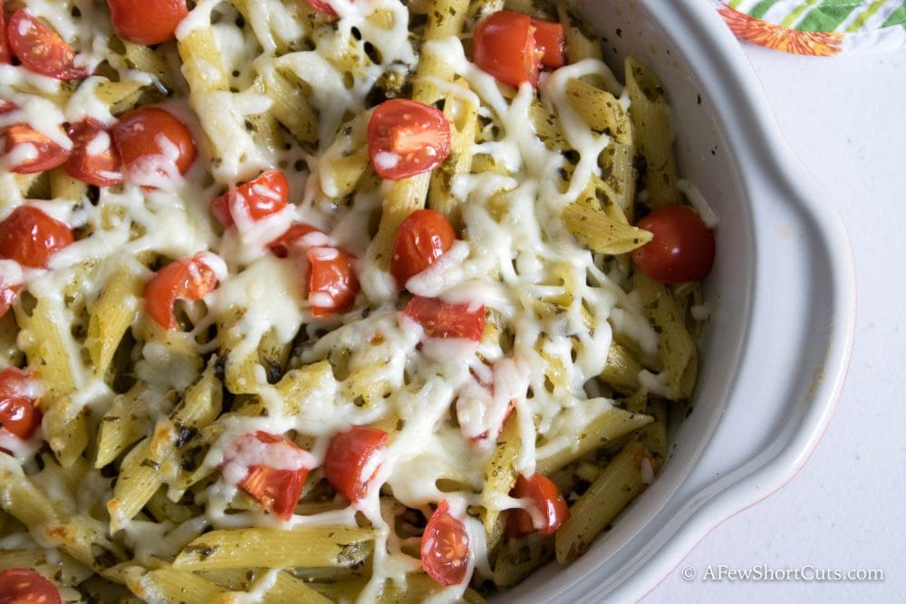 So simple and on the table in under 20 minutes! YUMMO! Simple Baked Penne Pesto Pasta Recipe