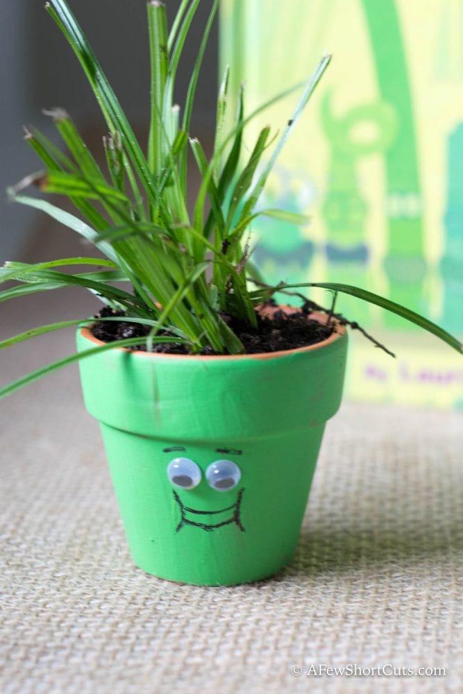How adorable for preschool or early elementary kids! Check out this We Are Growing Kids Craft #EPLR #WeAreGrowing
