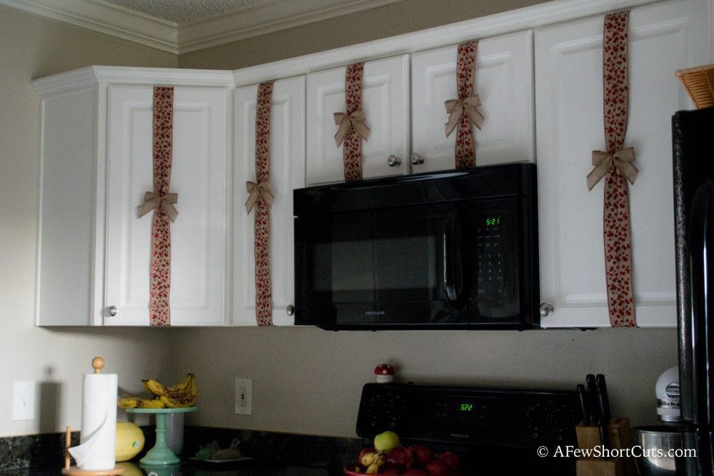 if you are looking for a quick and easy way to spruce up your kitchen this - Christmas Decorations For Kitchen Cabinets