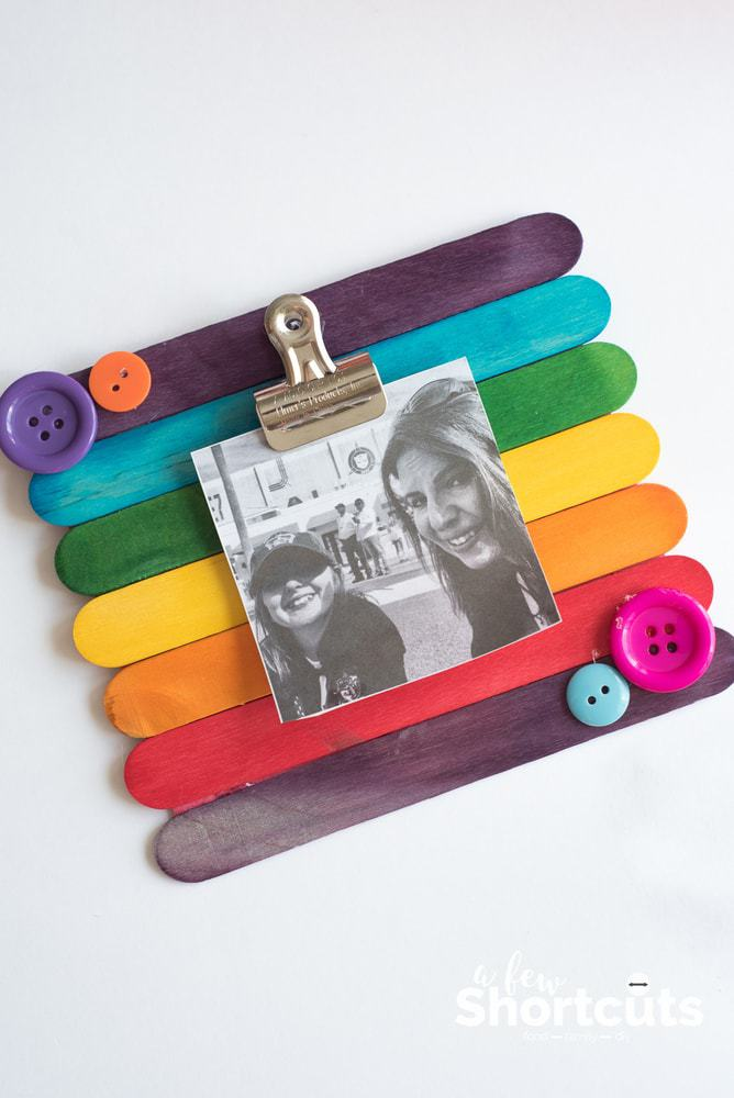 This easy kidscraft is so much fun! Learn how to make a DIY Popsicle Stick Picture Frame quickly and easily. Add magnets to stick it on the fridge!