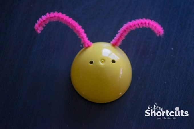 Put those plastic easter eggs to use and make this adorable DIY Lightning Bugs made with easter eggs. An easy kids craft that will be a hit!