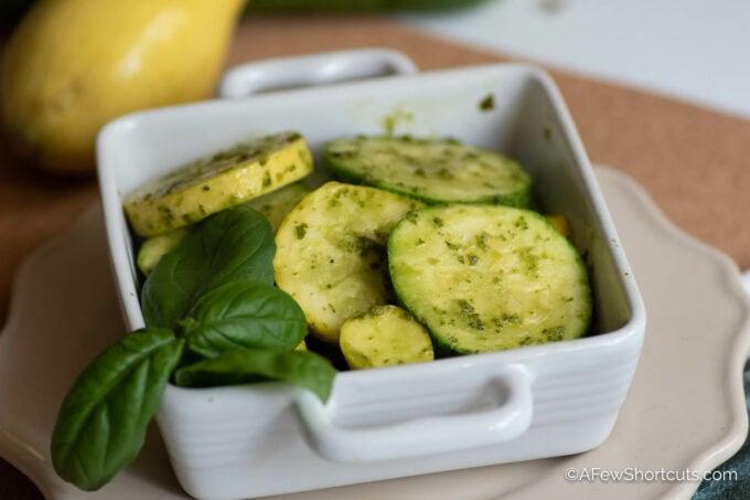 Skilet squash and zucchini pesto